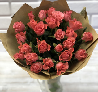 Букет из 25 роз в бумаге