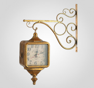 Часы металлические на кронштейне старинные золотистые