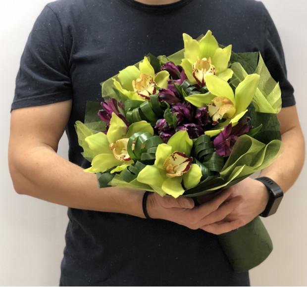 Букет орхидеи в зеленом
