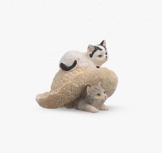 Статуэтка Котята играются со шляпкой