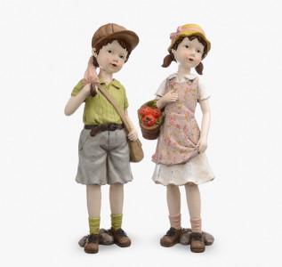 Статуэтка Мальчик и девочка на прогулке