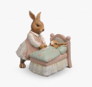 Статуэтка Кролик-мама ухаживает за малышом
