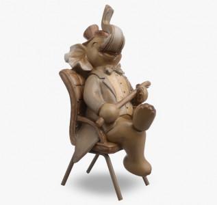 Статуэтка Слоник с тростью на стуле
