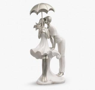Статуэтка Первый поцелуй пары под зонтом