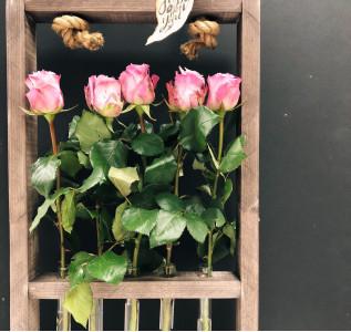 Композиция в колбе розы
