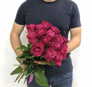 Букет из 19 алых роз