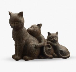 Статуэтка Кошка с ласковыми котятами