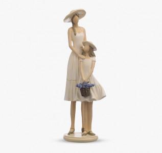 Статуэтка Мама и дочь с лавандой
