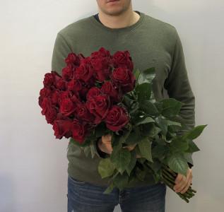 Букет из 25 роз эксплорер
