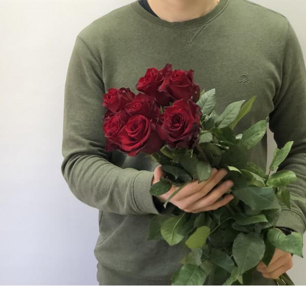 Букет из 7 роз эксплорер