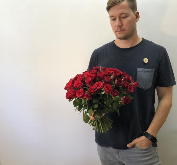 Букет 55 роз красных