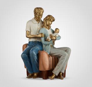 Статуэтка Молодая семья с малышом