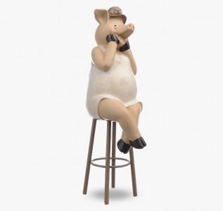 Статуэтка Свинка польщенная на стуле Миссис Хрюн