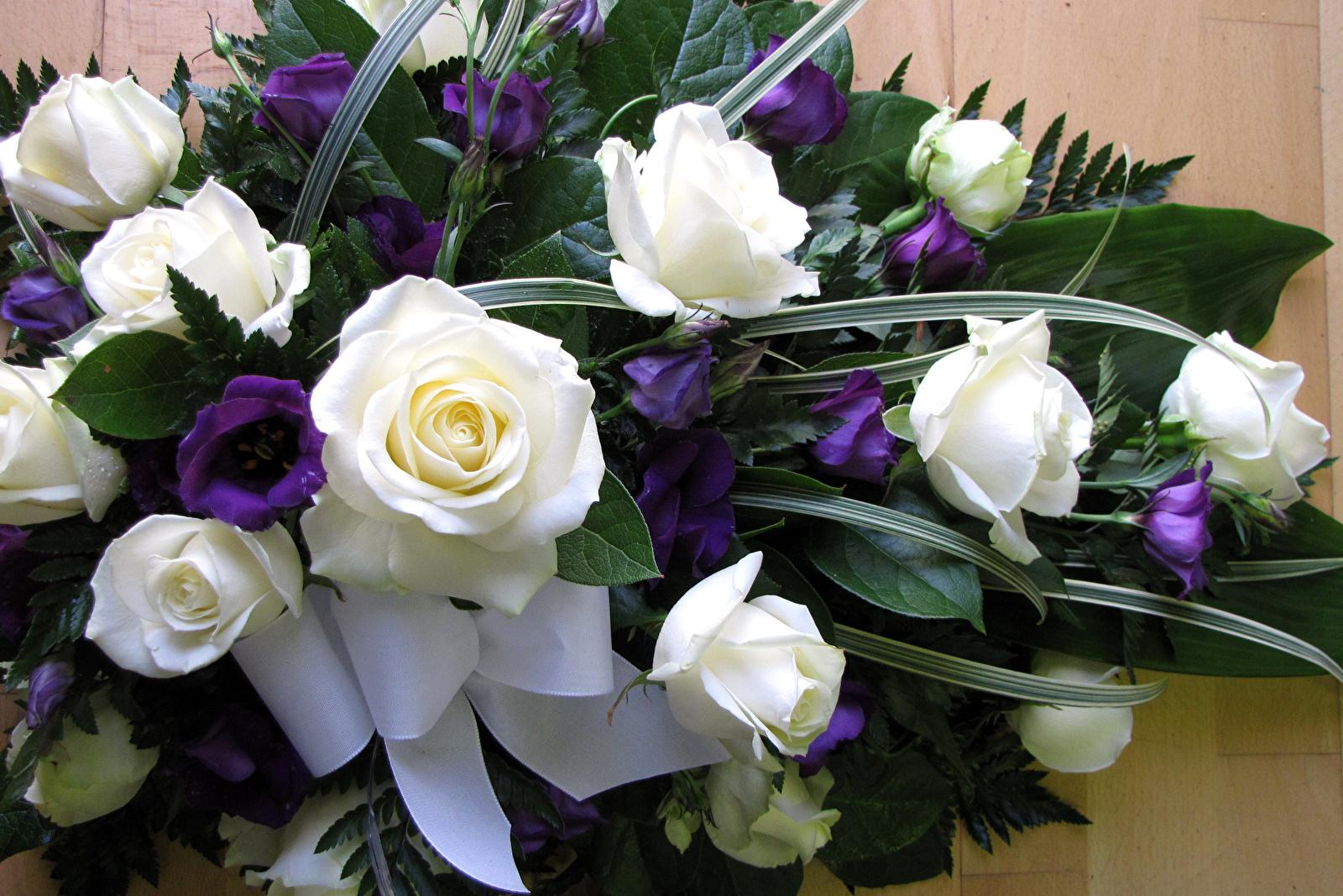 красивые цветы на столе фото букеты закапываются